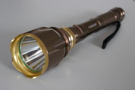 Veľká bronzová dobíjateľná baterka